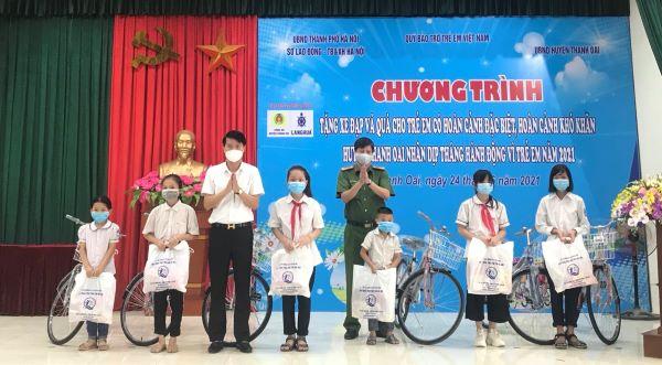 Phó Bí thư Thường trực Huyện ủy Thanh Oai Nguyễn Nguyên Hùng và Thượng tá Chu An Thanh Trưởng Công an huyện Thanh Oai